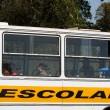 Governo aumenta o repasse de verpa para o transporte escolar, na foto onibus e alunos da cidade de Pinhao. 21-08-13. Foto: Hedeson Alves